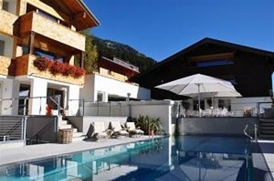 Gasthof & Hotel Rote Wand: Aussenpool Sommer