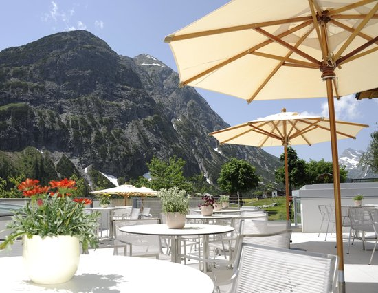 Gasthof & Hotel Rote Wand : Terrasse im Sommer
