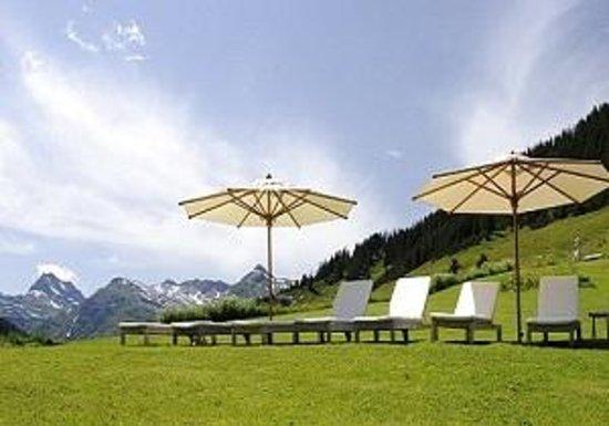 Gasthof & Hotel Rote Wand: Garten im Sommer