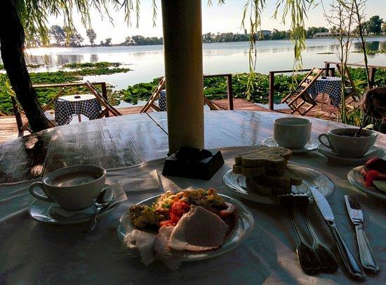 Hotel Insula: Breakfast