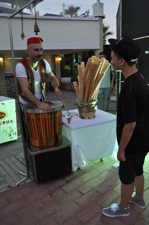 Limak Atlantis Deluxe Hotel & Resort: Turkish ice cream