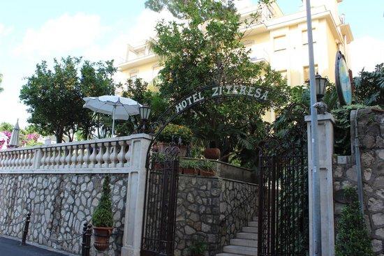 Hotel Zi Teresa : Entrance to Hotel