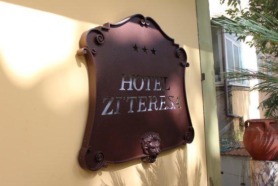 Hotel Zi Teresa: Hotel Sign