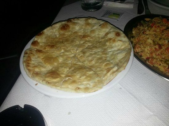 Sapana Indian Cuisine: Pita bread