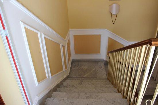 Hotel Zi Teresa: Stairwell