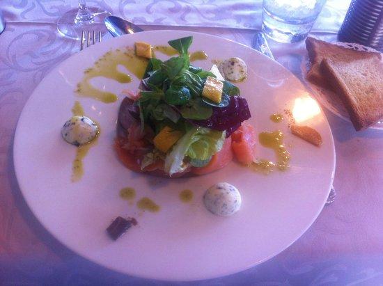 LA CITADELLE : Carpacciio de Saumon fumé par nos soins avec beurre aux algues