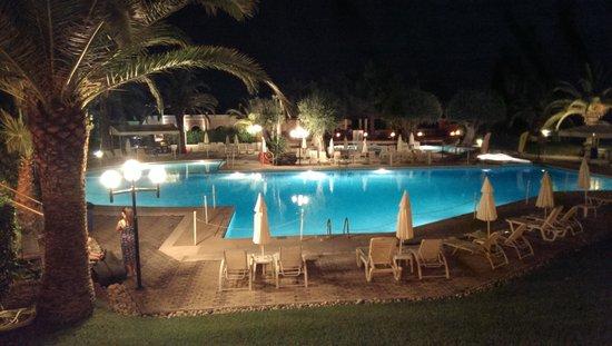 Aquis Park Hotel : Pool at night.