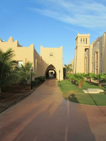 Hotel Riu Touareg : One of the avenues leading to the central market place area