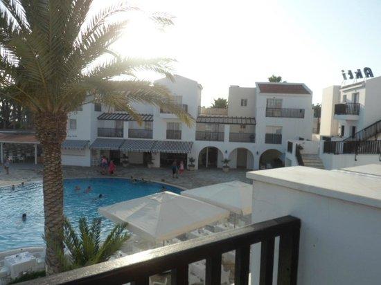 Akti Beach Village Resort: Poolside