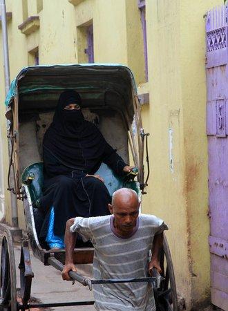 Calcutta Photo Tours : Rick puller and passenger