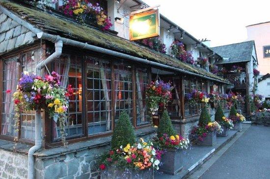 Sutherlands Restaurant: Floral Displays