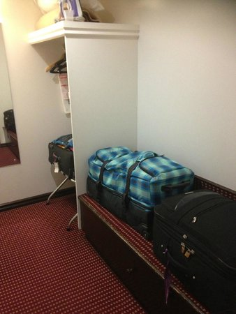 Hotel Grand Chancellor Launceston: Luggage Area, King Room