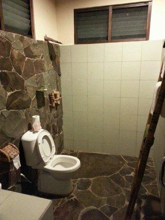 Thalassa PADI Dive Resort : View of Bathroom inside Room No. 3