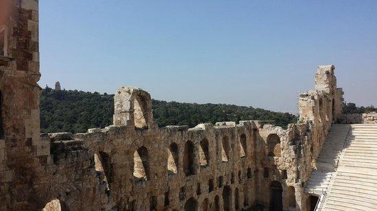 Acropole : Climbing the Acropolis..