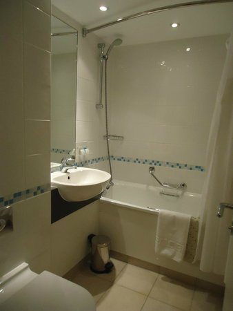Holiday Inn Glasgow Airport: Bathroom