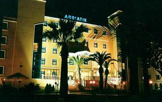 Adriatik Hotel: First view of the hotel