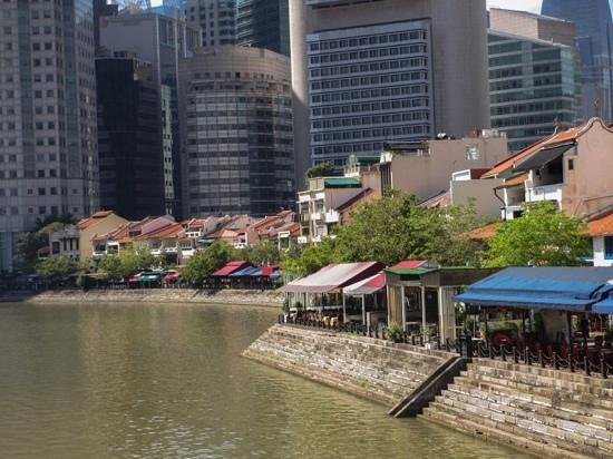 5footway.inn Project Boat Quay: restaurants surrounding the hotel