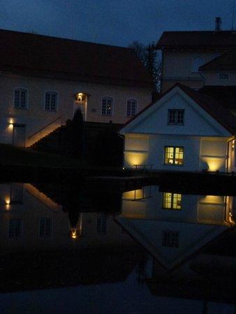 Vihula Manor Country Club & Spa: Усадьба вечером