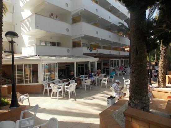 Ola Club Panama: from pool area