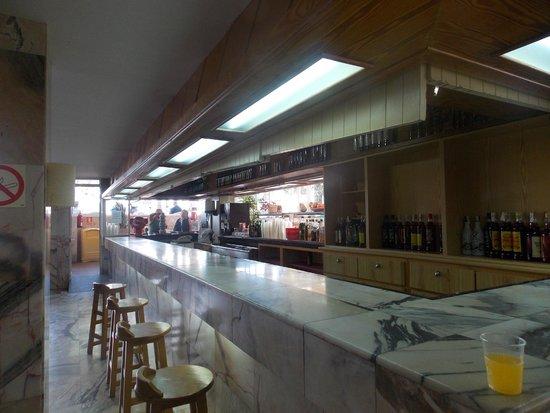 OLA Hotel Panama: self-service bar