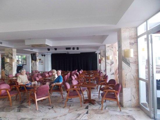 Ola Club Panama: entertainment room