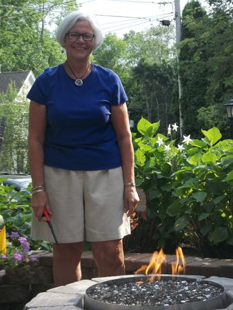 Yardarm Village Inn: Beverly, lighting our firepit
