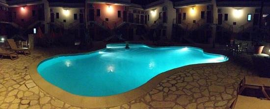 Hotel Ciuri di Badia: piscina di sera...