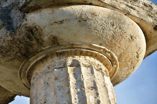 Museo Archeologico Nazionale di Paestum : Grandiose même dans le détail. Chapiteau dorique ciselé du temple d'Héra à Paestum