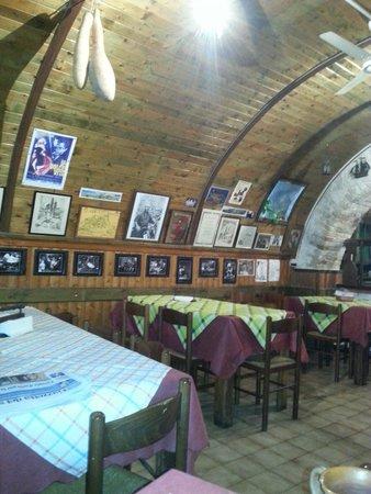 Lo Sparviero : L'interno del locale