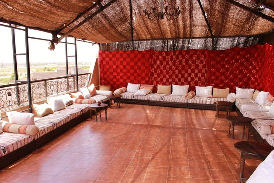 Kasbah Le Mirage: Shady rooftop seating