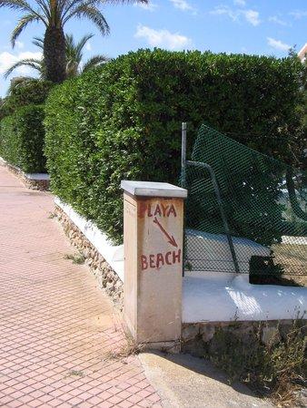 SunConnect Apartamentos Los Delfines: Playa Beach Entrance