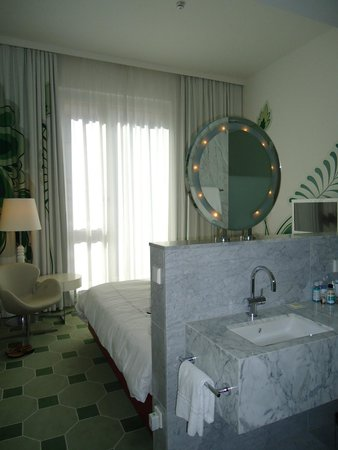 Hyperion Hotel Dresden am Schloss: View of the room-sunny and comfortable