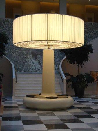 Hyperion Hotel Dresden am Schloss: Welcoming Lobby