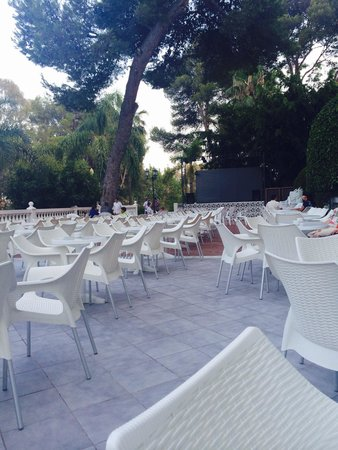 Hotel Roc Costa Park: Outside entertainment area