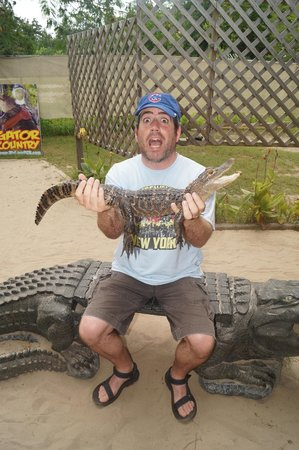 Gator Country Alligator Park : holding the gator at the main building