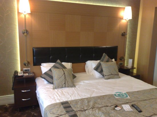 Istanbul Gonen Hotel : Gonen Hotel, Istanbul     Bedroom.