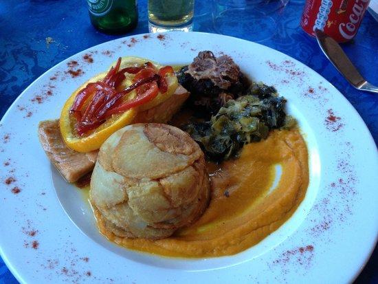 Hotel Du Lachens: salmone con tortino di patate e verdure.