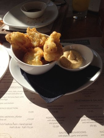 Salt House Tapas: Cauliflower fritters with chickpea purée
