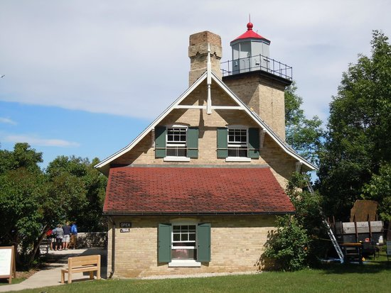 Eagle Bluff Lighthouse: Work on the roof