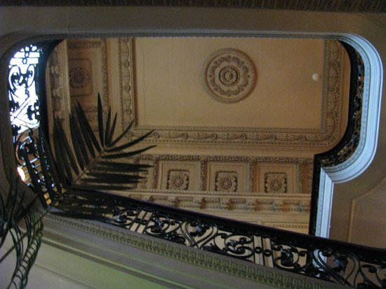 Vanderbilt Mansion National Historic Site : Stairway to the Gilded Age