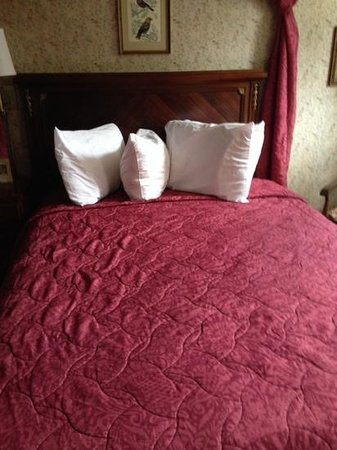 Murray Hotel : bed