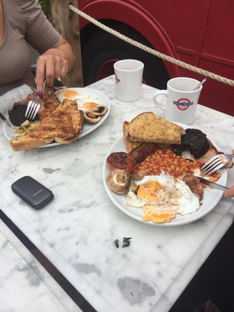 Double Decker Cafe: Full English