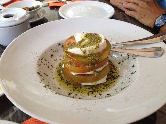Madeinterranea Bar de Tapas: Salade met mozzarella