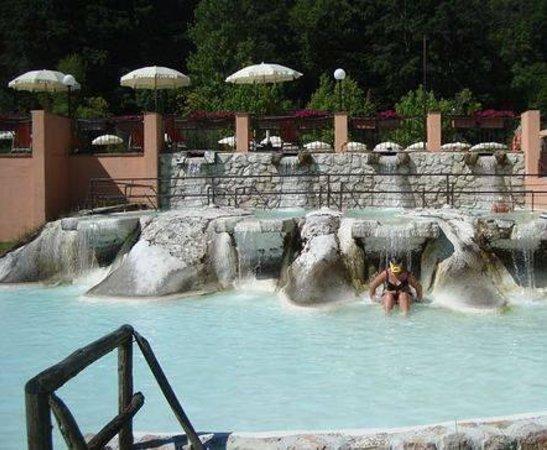 Le cascatelle foto di terme di sant 39 egidio terme di - Suio terme piscine ...
