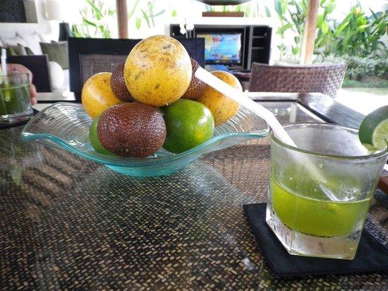 Villa Air Bali Boutique Resort & Spa: ウェルカムドリンクとフルーツ