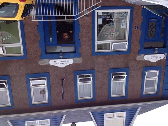 Les Delices de Josephine: Location, building