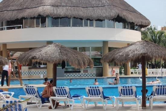 Viva Wyndham Maya: meet you at the pool?