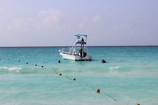 Viva Wyndham Maya: diving boat!