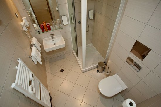 The Maritimo Hotel: Bathroom