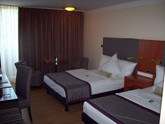 Wyndham Garden Kassel: Skön säng på rummet